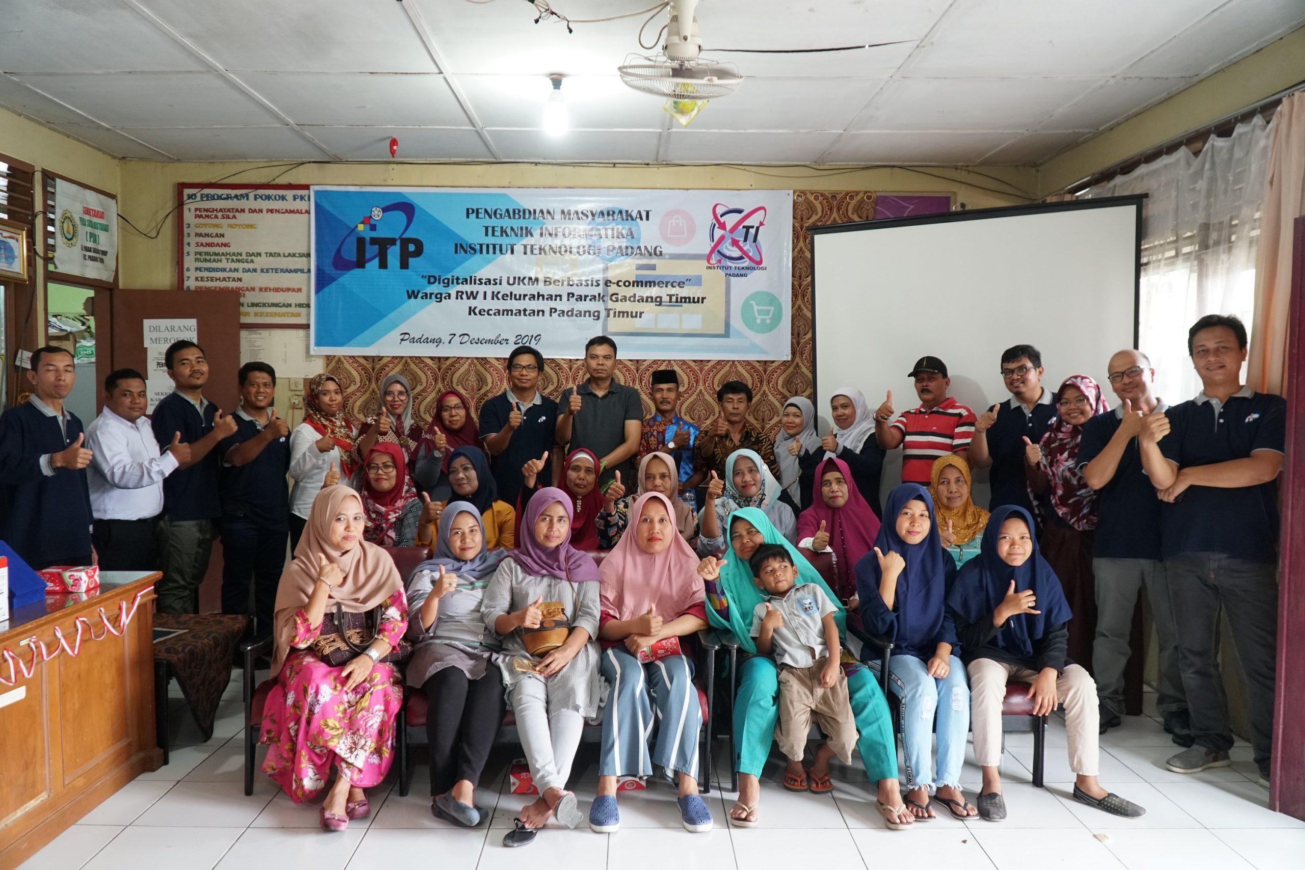 Digitalisasi UMKM Berbasis E-Commerce di RW I Kelurahan Parak Gadang Timur Kecamatan Padang Timur